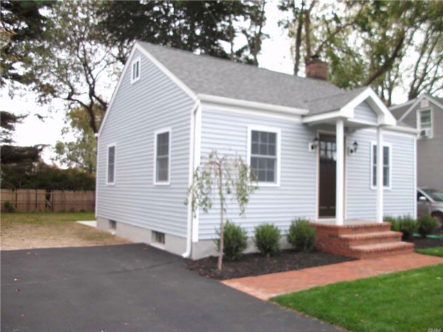 2 BR,  1.00 BTH  Ranch style home in Greenlawn